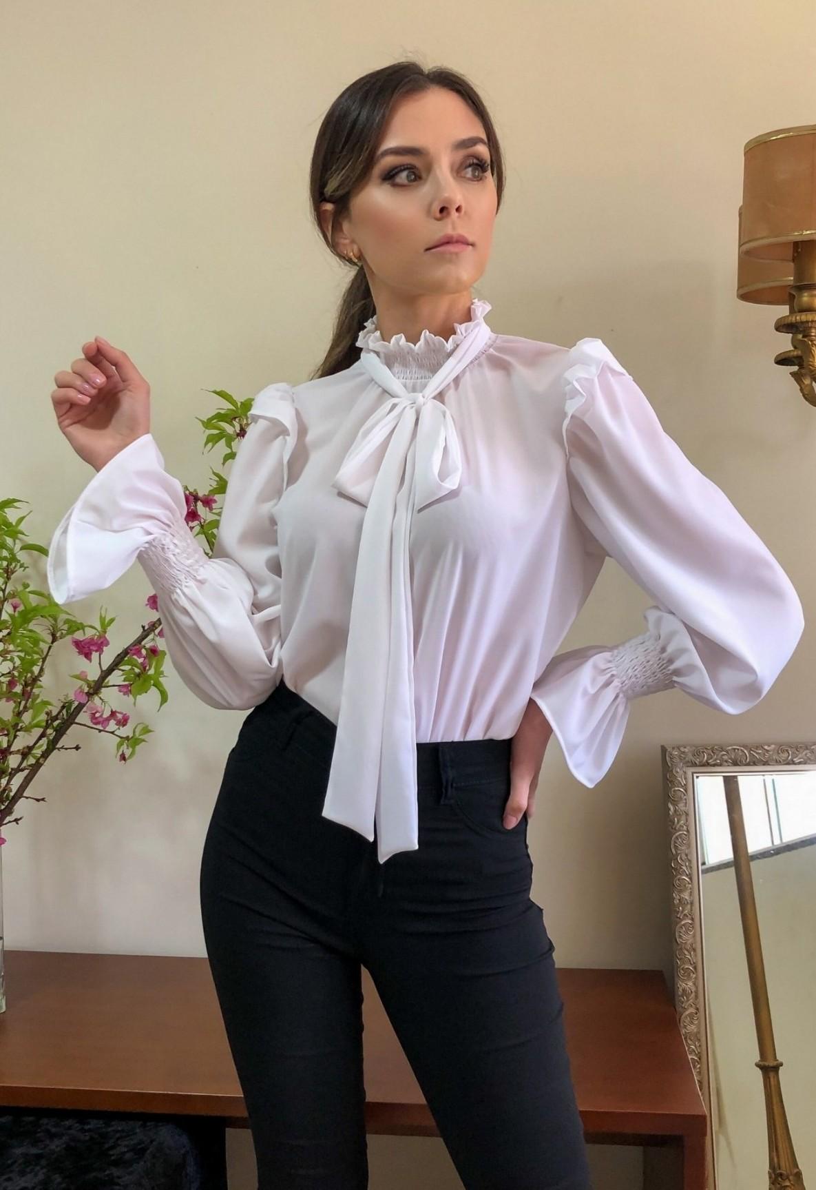 Blusa Gola Alta Laço Bufante Branca