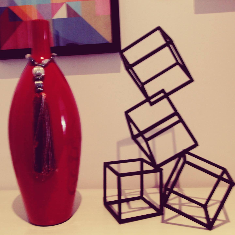 Escultura Cubos em metal preto 24x41x20cm BTC