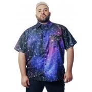 Camisa Plus Size Estampada Universe (P Ao Plus Size)