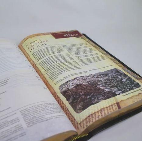 Bíblia de Estudo Arqueológica NVI Preta