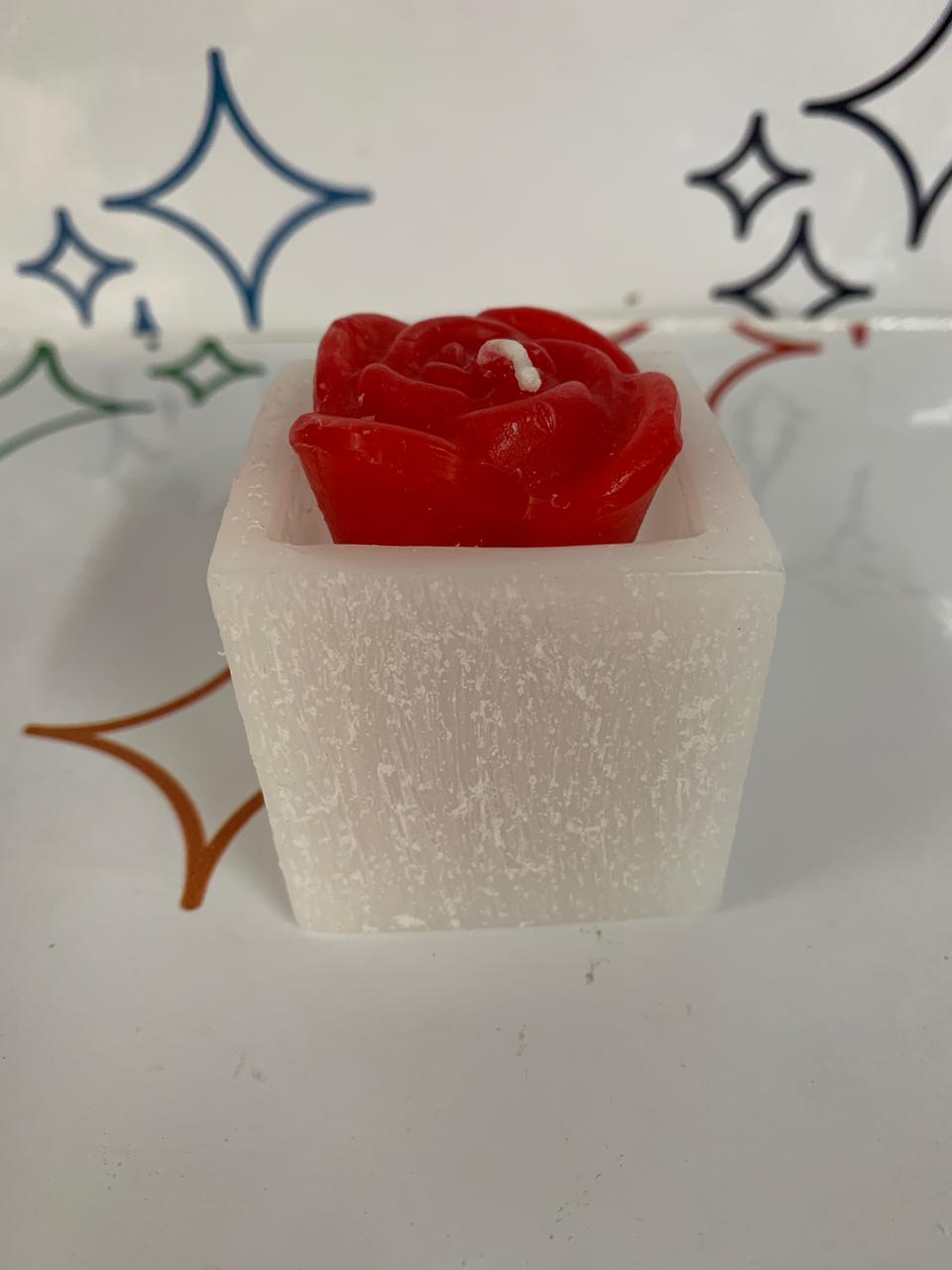 Vela Branca Com Rosa Vermelha Dentro