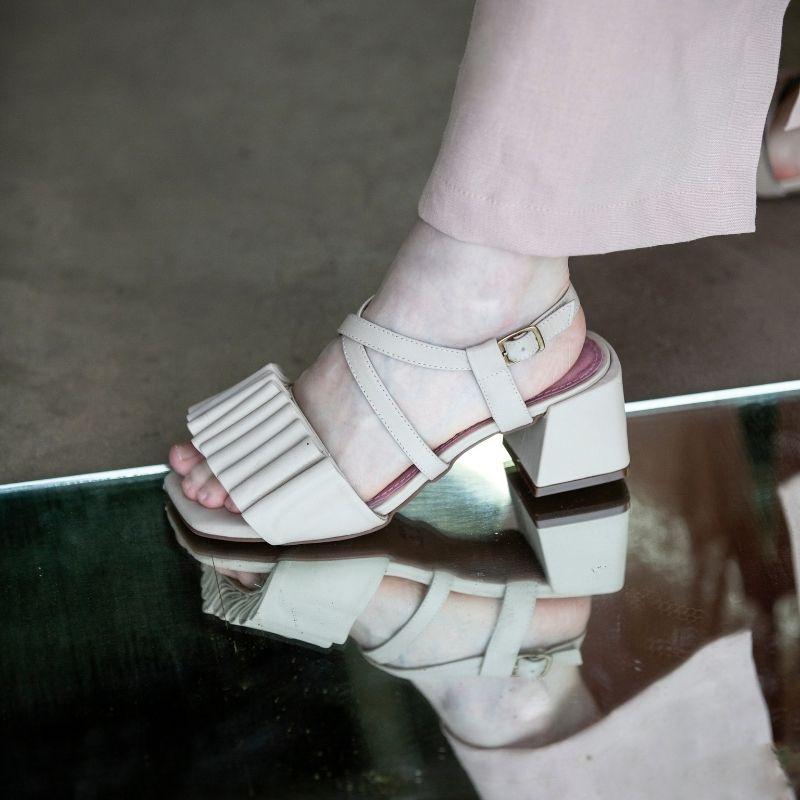 Sandália Salto Camadas