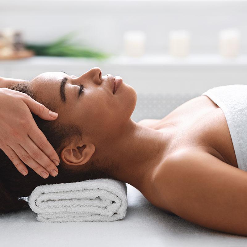 Massagem relaxante + finalização com pedras quentes