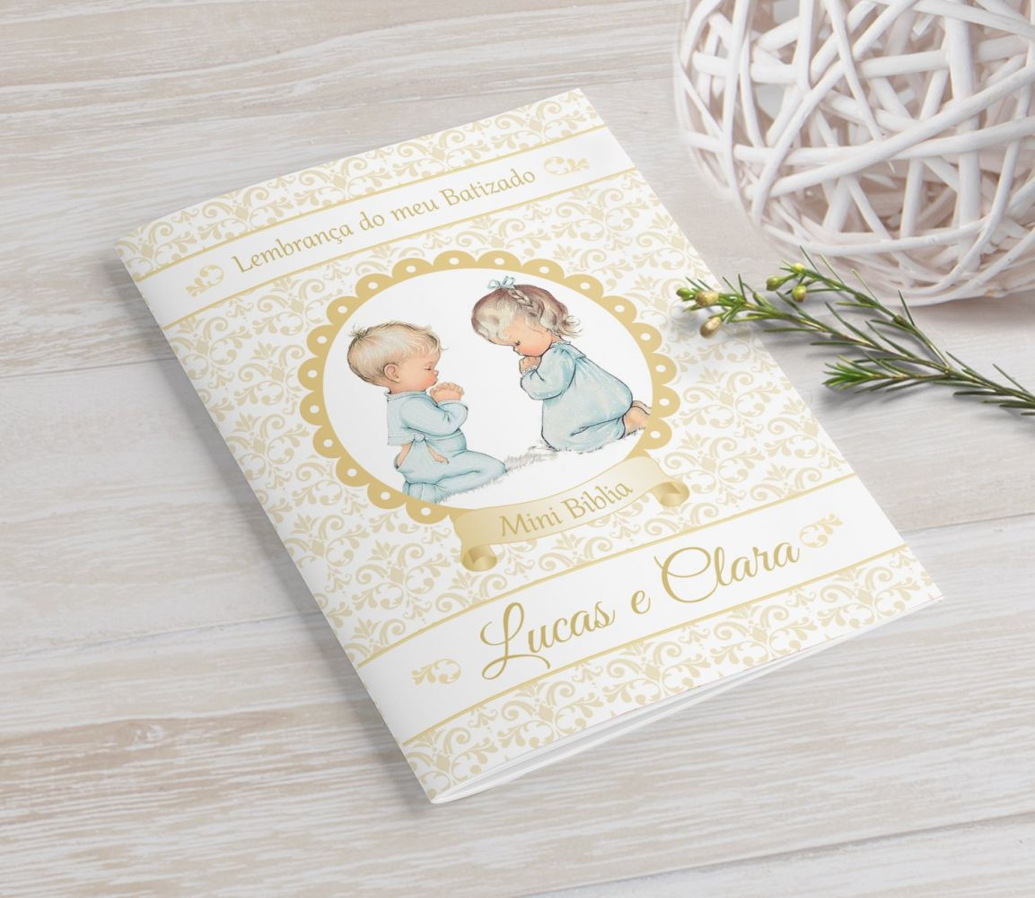 Mini Bíblia Personalizada 10X7 cm - Crianças rezando
