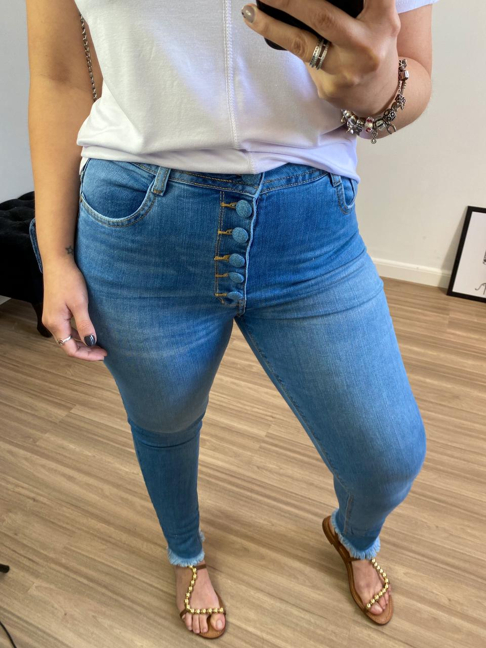 SKINNY JEANS BOTOES