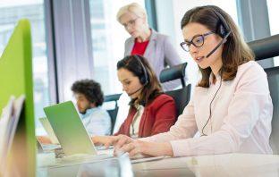 Qual é a diferença entre help desk e service desk?