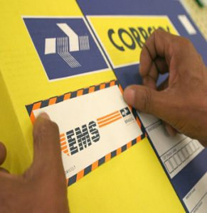 Correios passa cobrar taxa de R$15,00 para encomendas internacionais