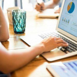 Qual é a taxa de conversão de acordo com o segmento do e-commerce?