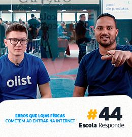 Caio Pitta sendo entrevistado non quadro Escola de E-commerce promovido pela Escola de E-commerce