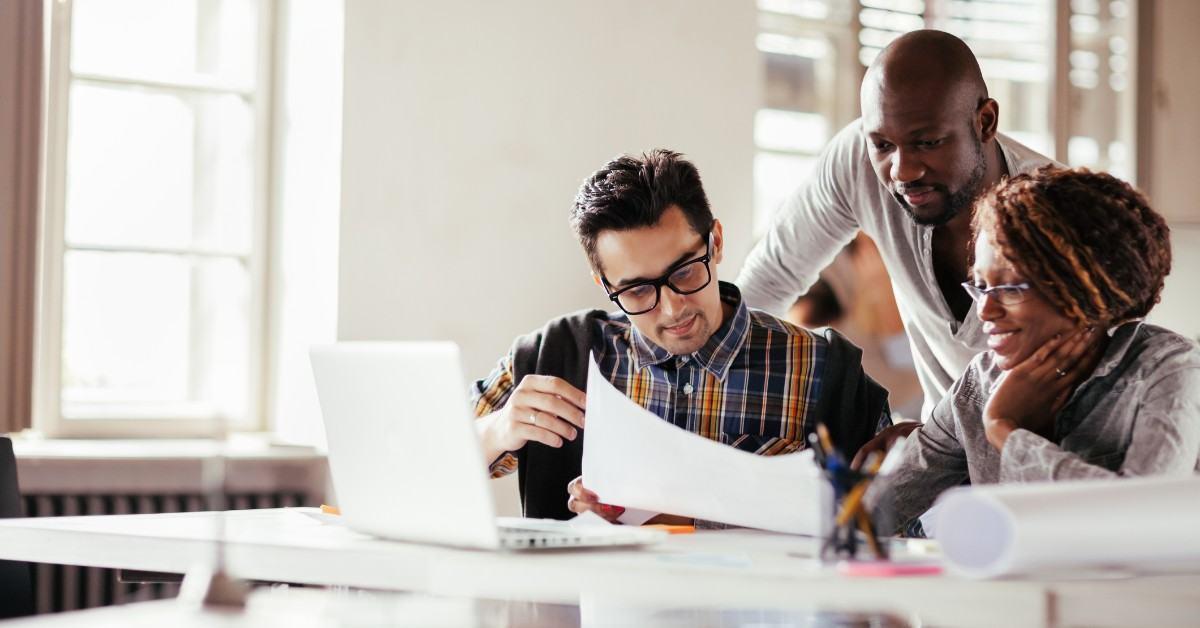 Qual a importância e como conduzir o processo de ideação de uma startup?